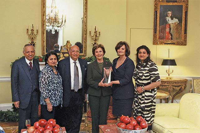 First Lady Laura Bush receives the Loomba Foundation's Humanitarian Award